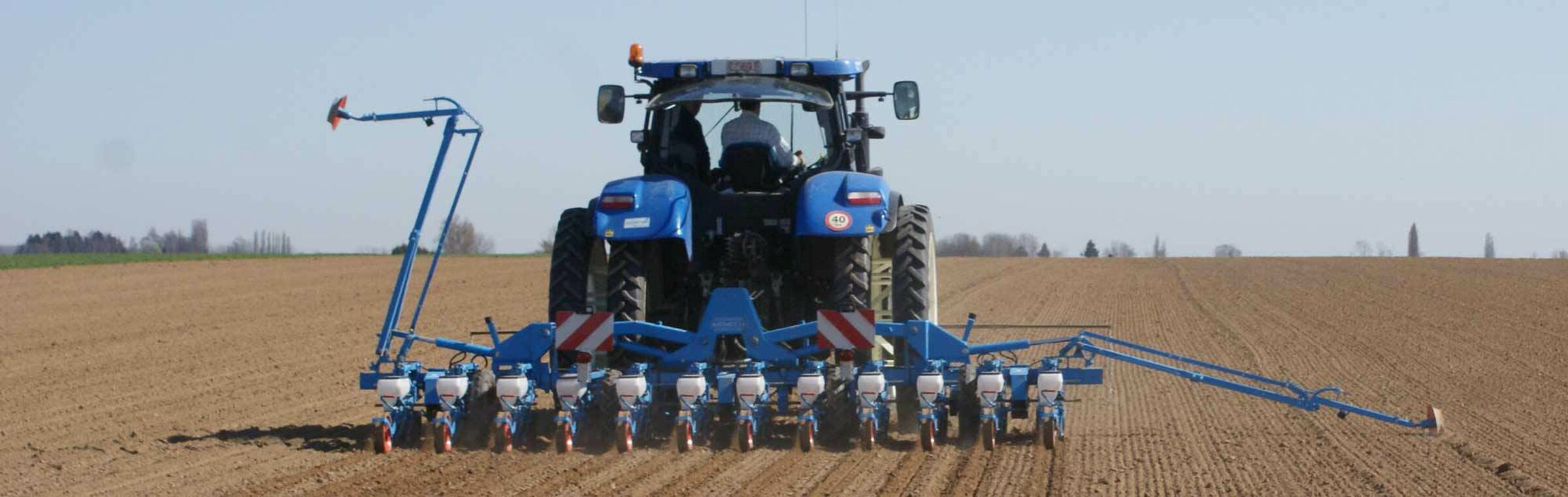 SESVanderHave_Sugar-Beet-Seed_Machine_Drilling-seeds